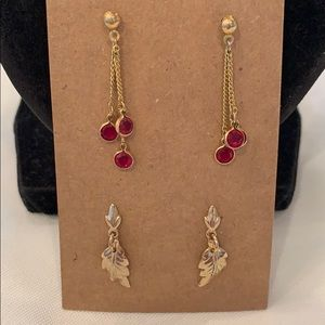 💐5/25 2 delicate drop dangle cherries gold tone